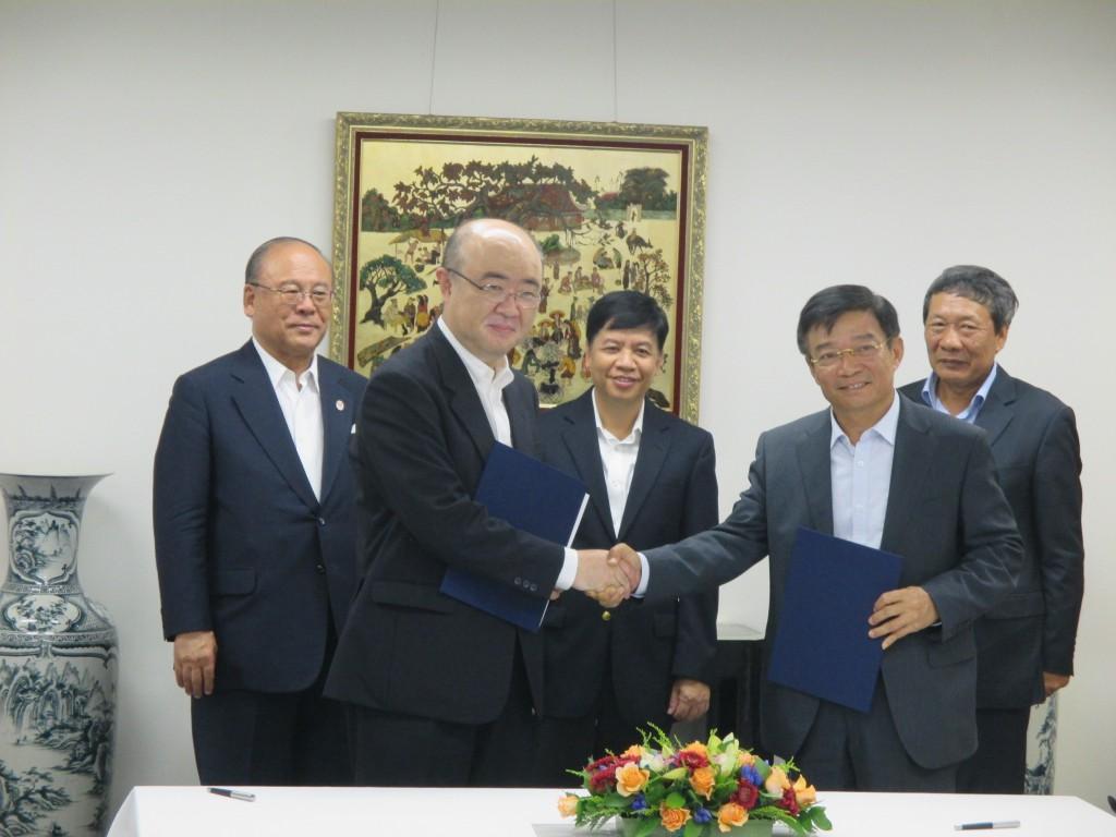 覚書締結式(2015.7.27 駐日ベトナム社会主義共和国大使館にて)