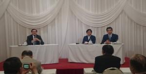 【(左より)瀧澤中先生、武部新環境大臣政務官、福田達夫防衛大臣政務官】